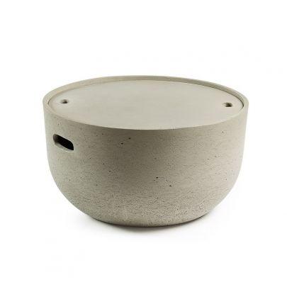 mesa auxiliar fabricada en cemento versatil ya que sirve para interiores o exteriores