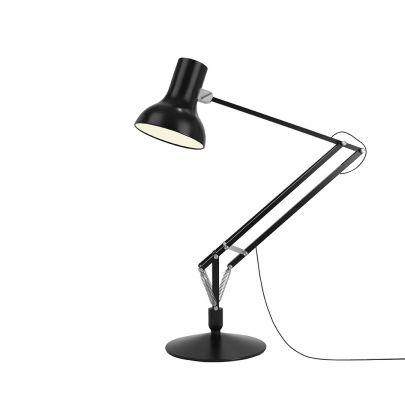 lampara de pie modelo tipe 75 en tamaño gigante de la casa anglepoise
